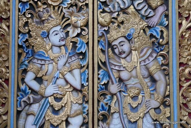 Holzgeschnitzte Tempeltür